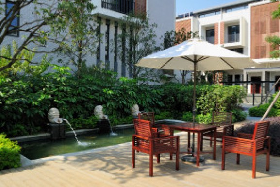 Tips for Outdoor Entertaining in Your Riverside Home